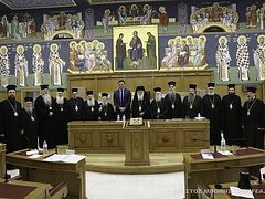 Greek Holy Synod makes sizable donations to army and Ministry of Health