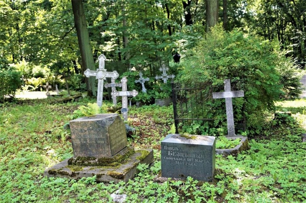 Graves at the Smolensk Cemetery
