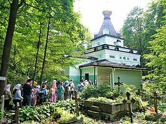 A Visit to the Chapel of St. Xenia of Petersburg, Smolensk Cemetery. Photogallery