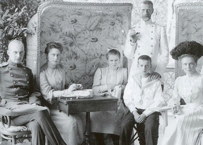 Grand Duke Sergei Alexandrovich with his wife, nephew and niece