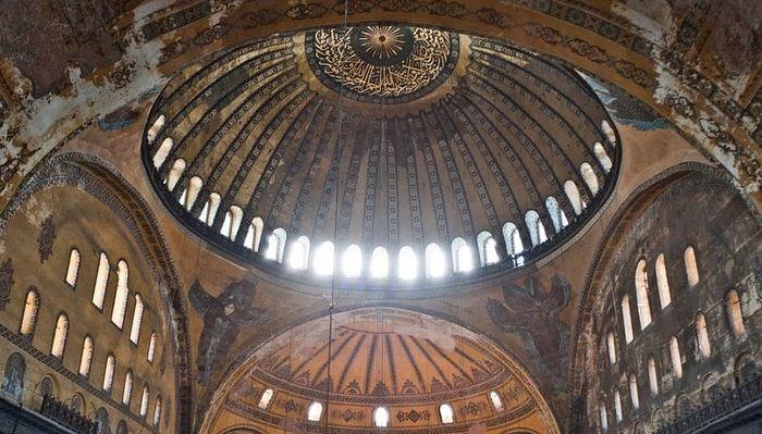 Митрополит Иларион: Любые попытки изменить нынешний статус храма Святой Софии приведут к нарушению сложившихся в Турции межрелигиозных балансов
