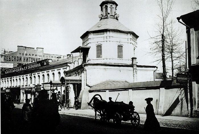 Фото Э. В. Готье-Дюфайе. Надвратная церковь Захарии и Елисаветы. Вид с юга. 1901 г.
