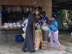 Филиппинско-Вьетнамская епархия в период пандемии распределила в Давао сотни продуктовых наборов среди самых бедных семей