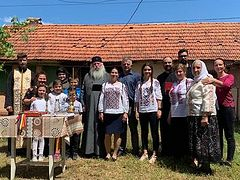Romanian Archdiocese donates house to victim of domestic violence with 5 children