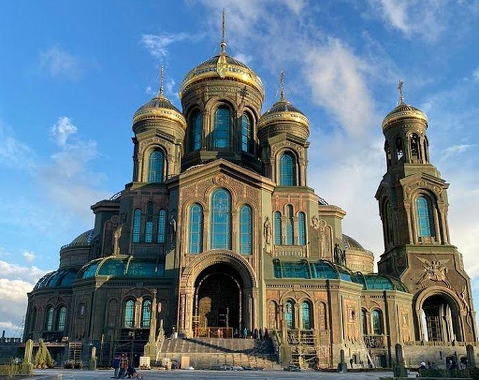 Святейший Патриарх Кирилл посетил главный храм Вооруженных сил России