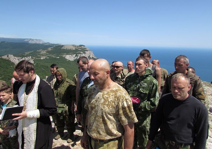 В Крыму восстановлен срезанный вандалами крест