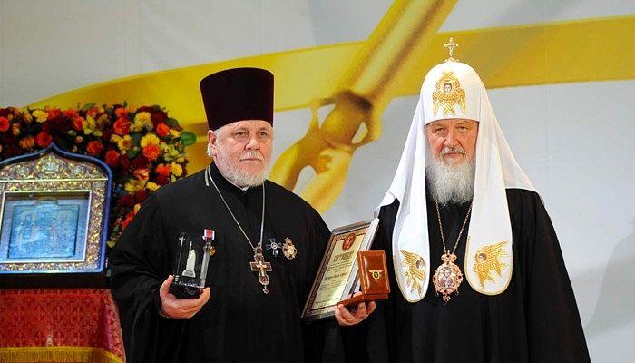 Протоиерей Николай Агафонов получает Патриаршую литературную премию святых равноапостольных Кирилла и Мефодия