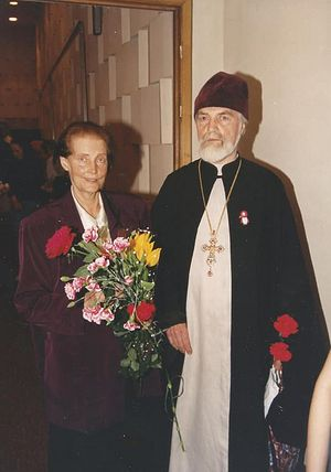 Отец Николай Ведерников и матушка Нина Аркадьевна. На груди у батюшки тот самый значок – пингвин