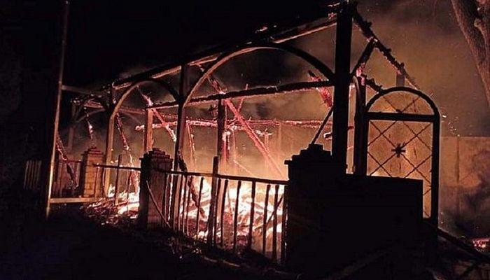 Пожар полностью уничтожил здание нового храма монастыря ЭПЦ. Фото: fokidanews.gr