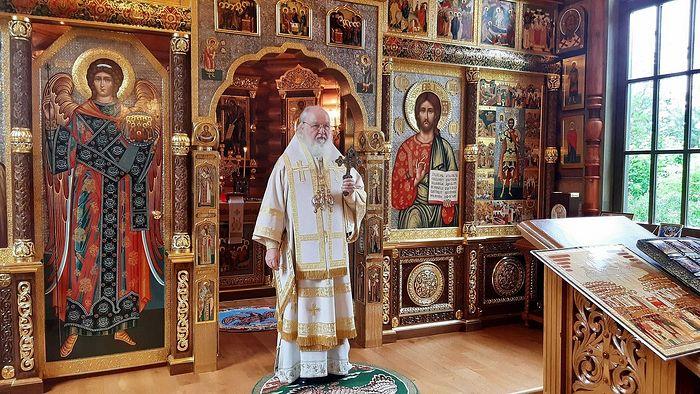 В Неделю 2-ю по Пятидесятнице Святейший Патриарх Кирилл совершил Литургию в Александро-Невском скиту