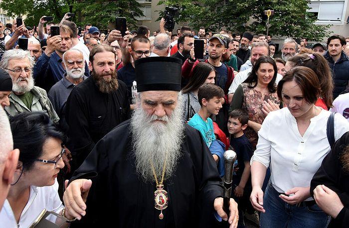 Митрополит Черногорско-Приморский Амфилохий после выхода из Центра безопасности в Подгорице, 22 июня 2020 г.