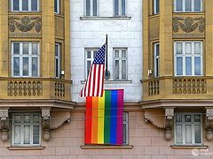 Orthodox faithful protest LGBT flags at U.S. and British embassies in Moscow