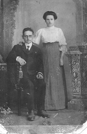 Учителя Иван Петрович и Анна Ивановна Десницкие. 1911 год, Глазов