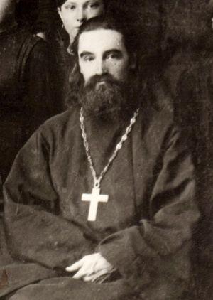 Законоучитель Глазовской женской гимназии о. Василий Сатрапинский. 1913-16 годы