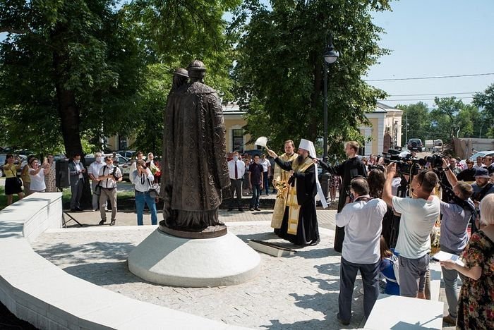 На территории Спасского кафедрального собора Пензы состоялось открытие памятника святым Петру и Февронии