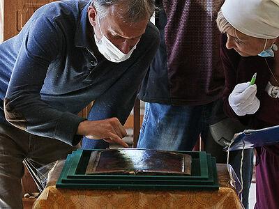 Реставратор оценил сохранность уникальной иконы в Спасо-Елеазаровском монастыре