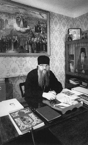 Владыка Евлогий у себя в кабинете