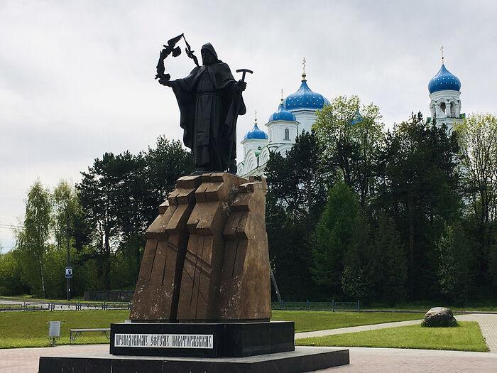 Историческая часть Торжка встречает Новоторжским Борисоглебским монастырем и памятником святому Ефрему
