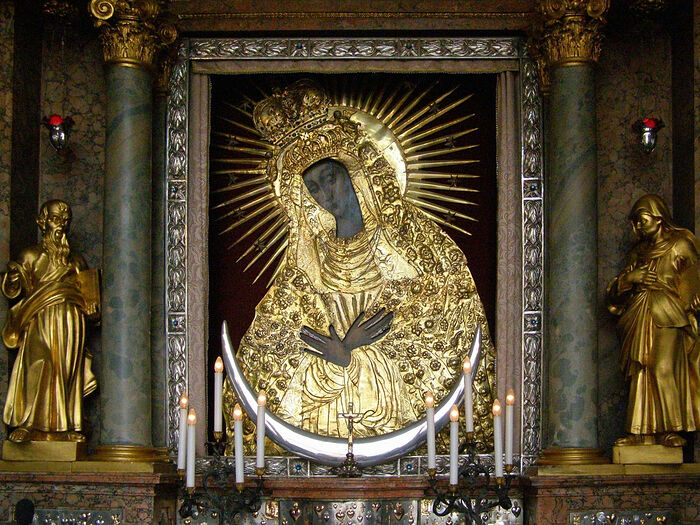 """The """"Gate of Dawn"""""""" icon of the Mother of God."""