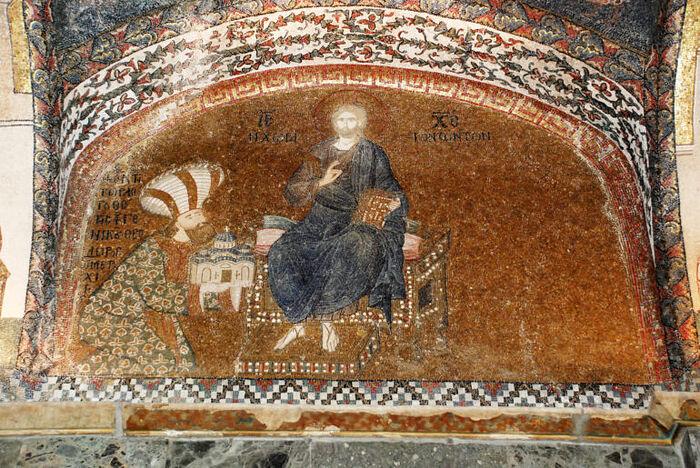 Федор Метохит, подносящий отреставрированную церковь Хора Христу. Фото Алексея Лидова