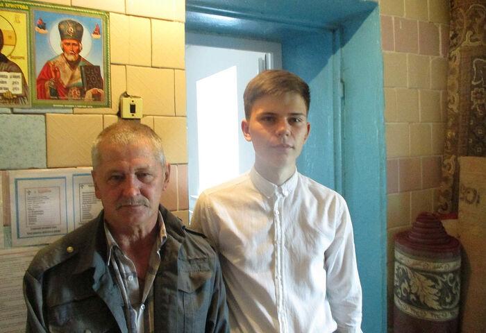 Алтарник Вадим с дедушкой