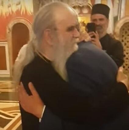 Met. Amfilohije embraces Krivokapić. Photo: YouTube screenshot