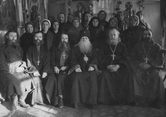 Archbishop Nicholas in the center.