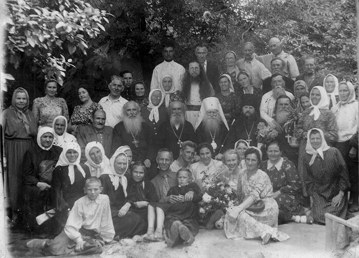 Metropolitan Nicholas with clergy and flock in Alma-Ata, spring 1955. Probably the feast of Pentecost