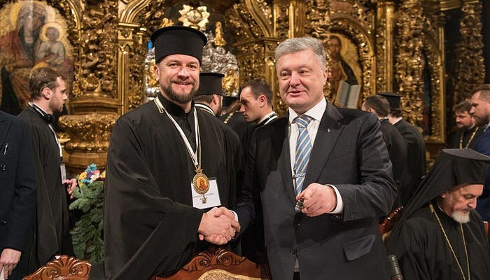 """Bishop"" Adrian Kulik with Petro Poroshenko. Photo: gordonua.com"