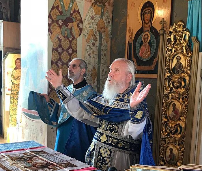 Ο πρωθιερέας Γκεόργκιι Μπρέεφ τελεί την Θεία Λειτουργία