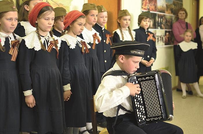 Хор Свято-Петровской школы. Военные песни