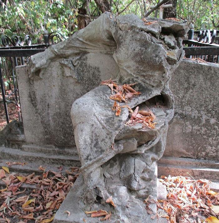 Одна из загадок старого кладбища