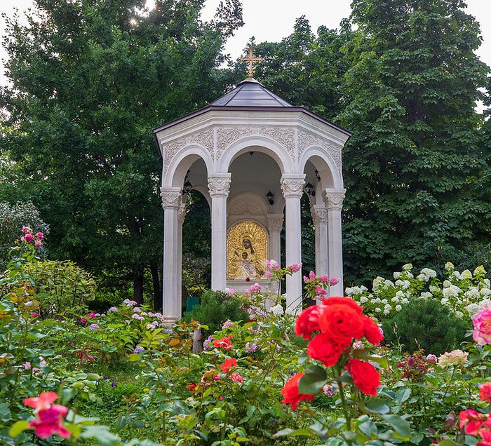 Икона Божией Матери «Милостивая» на территории обители