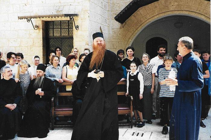Владыка Агапит в Бари, Настя между монахами слева, справа от нее сидит отец Евфимий (Логвинов), Ваня в майке с синими полосками справа