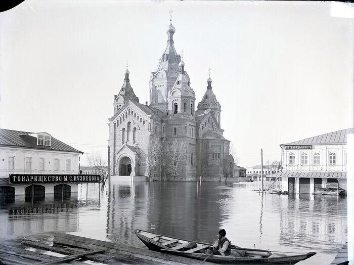 Царская Россия. Александро-Невский собор в половодье в Нижнем Новгороде