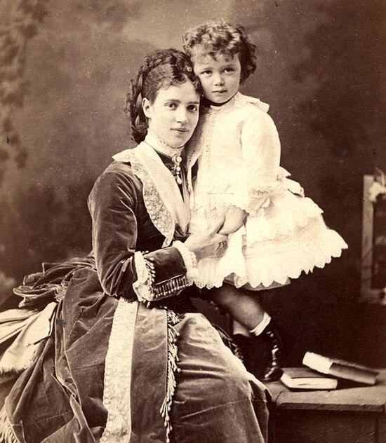 Мария Федоровна с маленьким Николаем