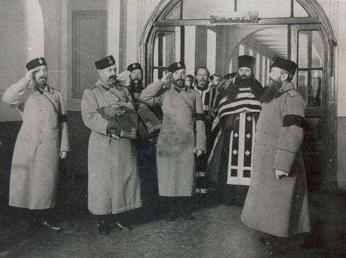 Передача в церковь училища мундира Александра III