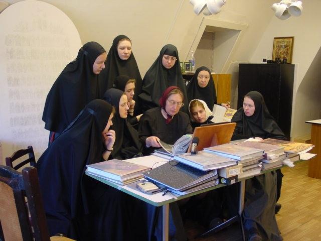 А. И. Яковлева в иконописной мастерской