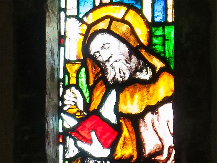 Витраж с изображением прп. Адомнана в соборе города Рафо, Ирландия