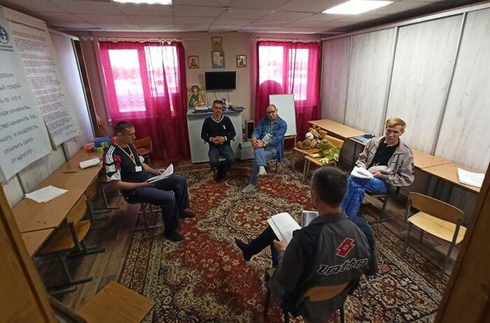 Групповое занятие в реабилитационном центре «Выбор» города Коммунар