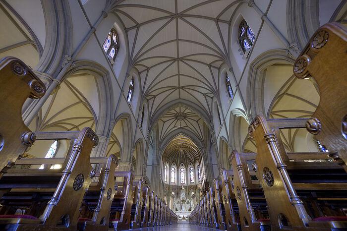 Внутри собора свв. Юнана (Адомнана) и Колумбы в Леттеркенни, Ирландия (фото любезно предоставлено собором)