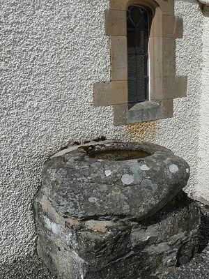 Древняя кельтская купель снаружи церкви д. Фортингалл, Перт-энд-Кинросс (любезно предоставил - Gordon Stark of Tay and Lyon Churches)