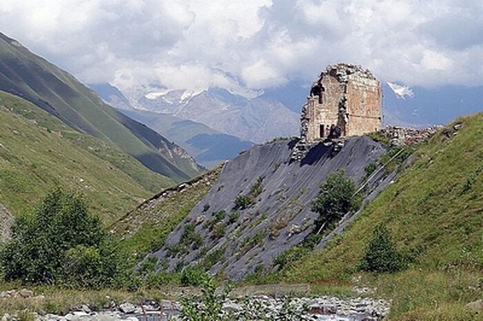 Зругский храм Успения Божьей Матери, Северная Осетия, XI век, фото Феликса Киреева