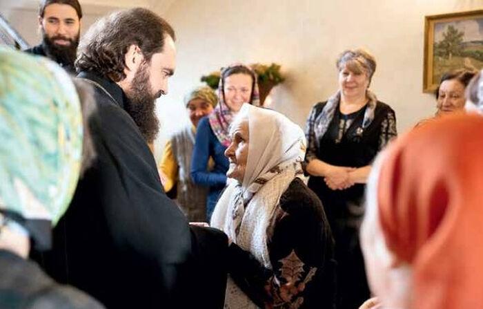 Архиепископ Пятигорский и Черкесский Феофилакт на встрече со вдовами священнослужителей, малоимущими и многодетными женами клириков
