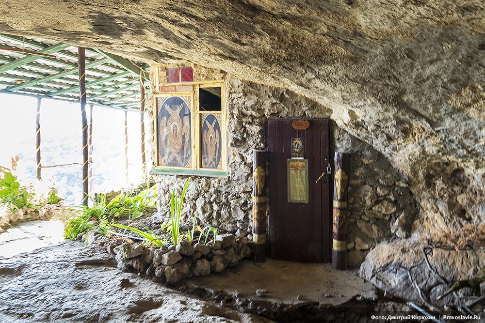 Μέσα στο μοναστήρι