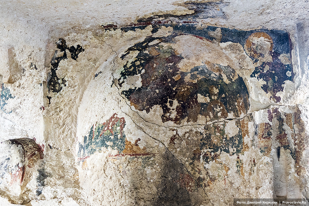 In one of the Eski-Kermen caves, with the remains of frescoes