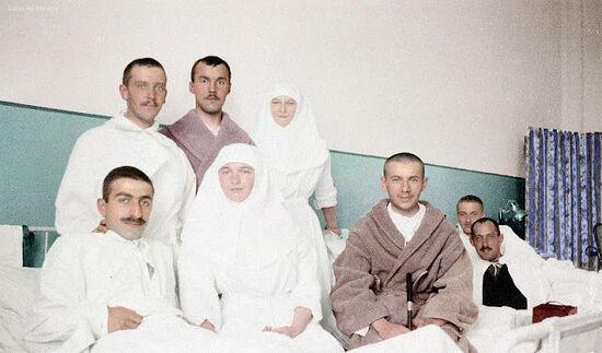 Великие княжны Ольга и Татьяна Романовы в госпитале
