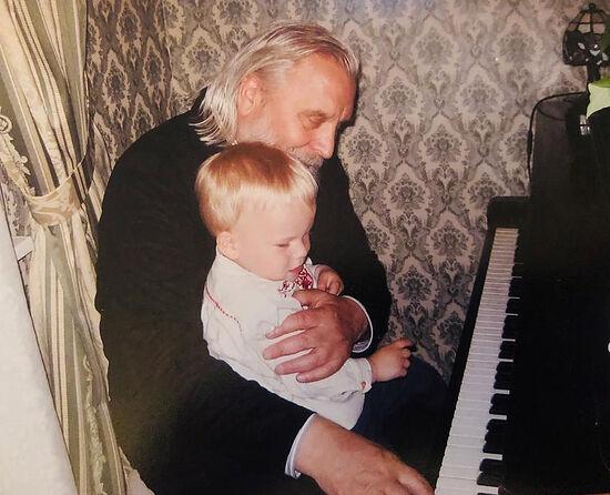 Протоиерей Георгий Бреев с внуком