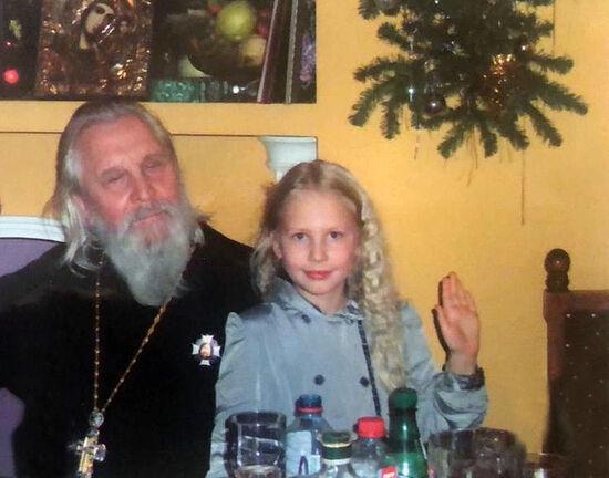 Протоиерей Георгий Бреев с внучкой