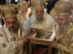 Relics of St. Kallinikos of Edessa uncovered, placed in church for veneration (+VIDEO)